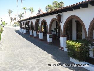 Las Gaviotas Road, Driving Past Las Gaviotas Club house, Las Gaviotas